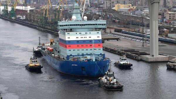 Атомный ледокол Арктика во время начала ходовых испытаний на Балтийском заводе в Санкт-Петербурге