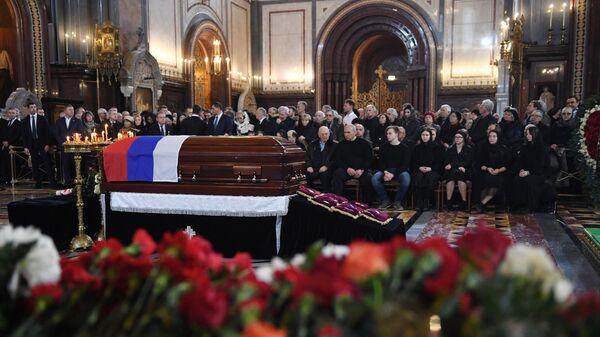 Прощание с бывшим мэром Москвы Юрием Лужковым в храме Христа Спасителя