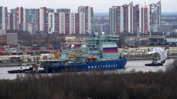 Атомный ледокол Арктика во время начала ходовых испытаний в Санкт-Петербурге. 12 декабря 2019