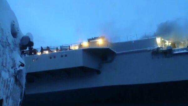 Пожар на тяжелом авианесущем крейсере Адмирал Кузнецов в Мурманске. Стоп-кадр видео