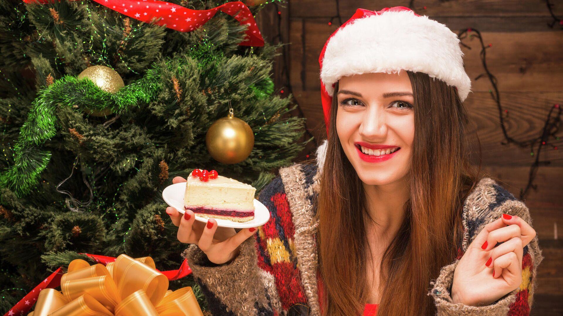 Девушка с кусочком торта - РИА Новости, 1920, 05.01.2020