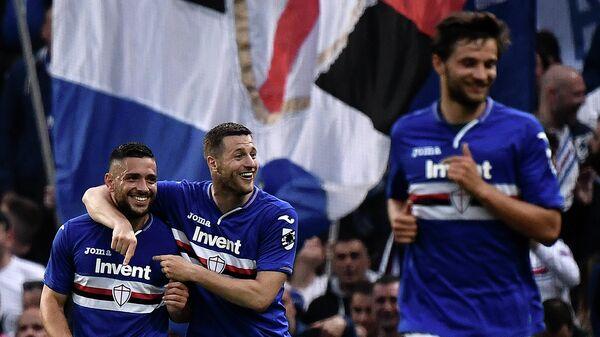 Футболисты Сампдории радуются забитому голу