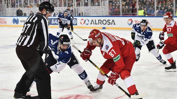 Нападающий сборной Финляндии Отто Пааянен и форвард сборной России Вадим Шипачев
