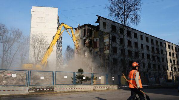 Снос ветхого жилого дома в Москве