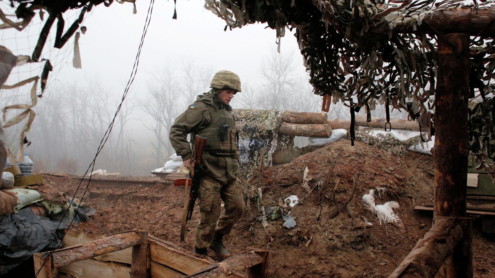 Двое украинских силовиков ранены при взрыве в Донбассе, заявили в ЛНР