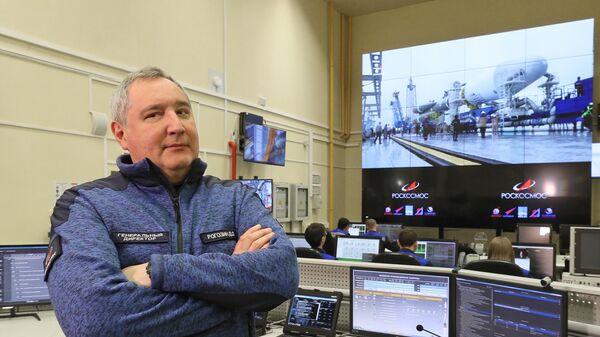 Генеральный директор госкорпорации Роскосмос Дмитрий Рогозин в командном пункте обслуживания стартового комплекса РН Союз-2 на космодроме Восточный