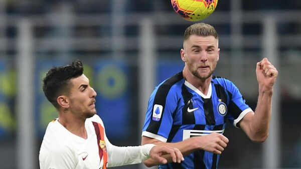 AS Roma's Italian midfielder Lorenzo Pellegrini (L) and Inter Milan's Slovakian defender Milan Skriniar go for a header during the Italian Serie A football match Inter Milan vs AS Rome on December 6, 2019 at the San Siro stadium in Milan. (Photo by Miguel MEDINA / AFP)