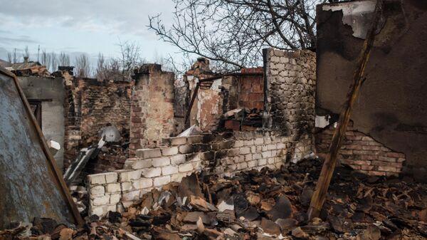 Разрушенный дом в Донецке
