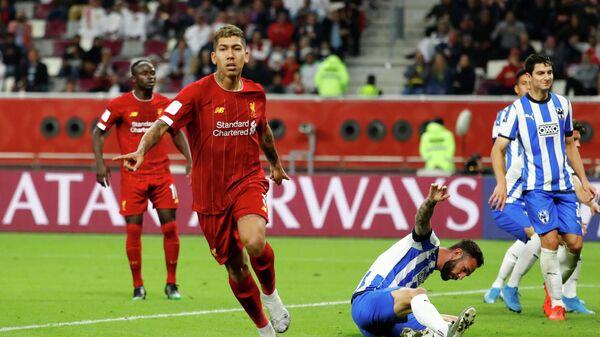 Полузащитник Ливерпуля Роберто Фирмино радуется забитому мячу