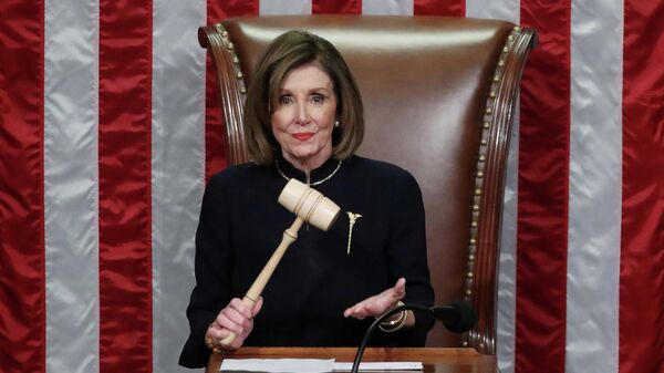 Спикер Палаты представителей США Нэнси Пелоси во время голосования по импичменту Дональда Трампа. 18 декабря 2019