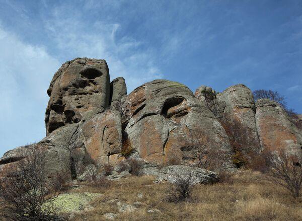 Скала Голова Екатерины над южным склоном горы Демерджи в Крыму.