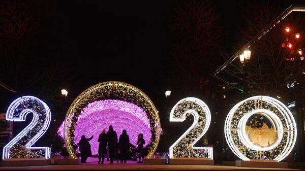 Световая иллюминация на Никитском бульваре в Москве