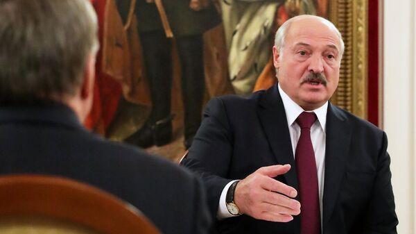 Президент Белоруссии Александр Лукашенко во время переговоров с президентом РФ Владимиром Путиным в Президентской библиотеке имени Б. Н. Ельцина в Санкт-Петербурге