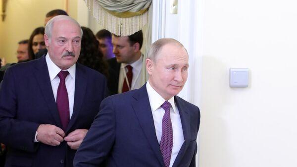 Президент РФ Владимир Путин и президент Белоруссии Александр Лукашенко в Президентской библиотеке имени Б. Н. Ельцина  в Санкт-Петербурге