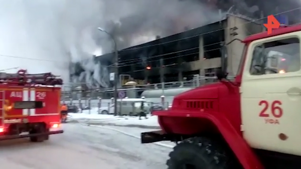 Опубликовано видео с места пожара на заводе в Уфе
