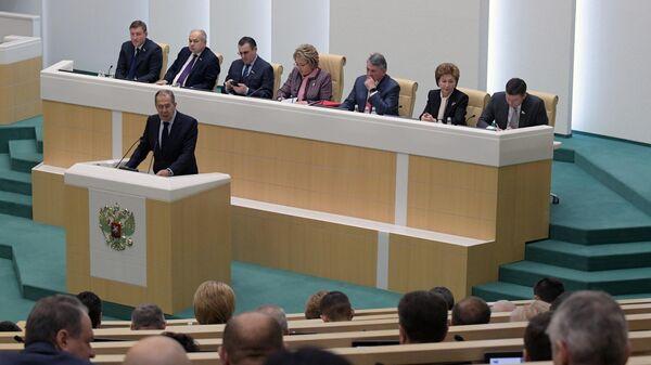 Министр иностранных дел РФ Сергей Лавров выступает на завершающем осеннюю сессию заседании Совета Федерации