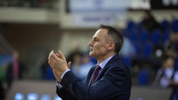 Тренер женской баскетбольной команды Динамо (Курск) Роберто Иньигес