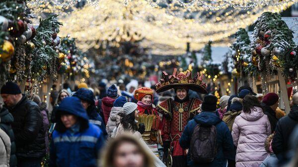 Посетители и участники фестиваля Путешествие в Рождество в Москве