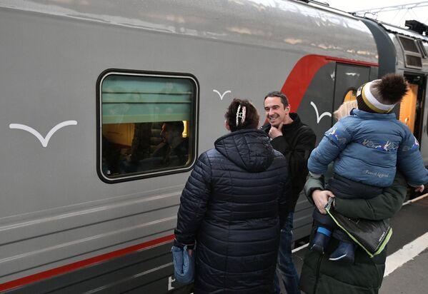 Отправление поезда Таврия из Санкт-Петербурга в Крым