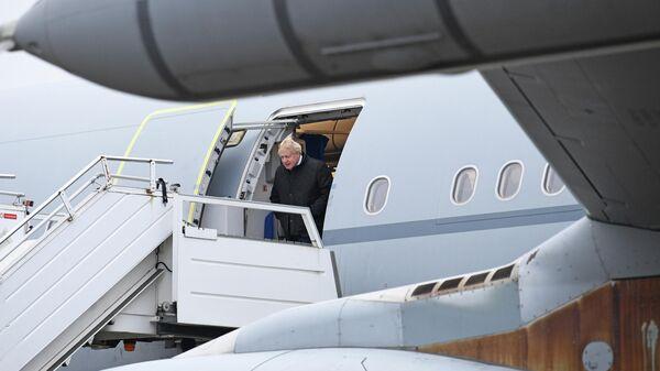 Премьер-министр Великобритании Борис Джонсон на военной базе НАТО в городе Тапа в Эстонии