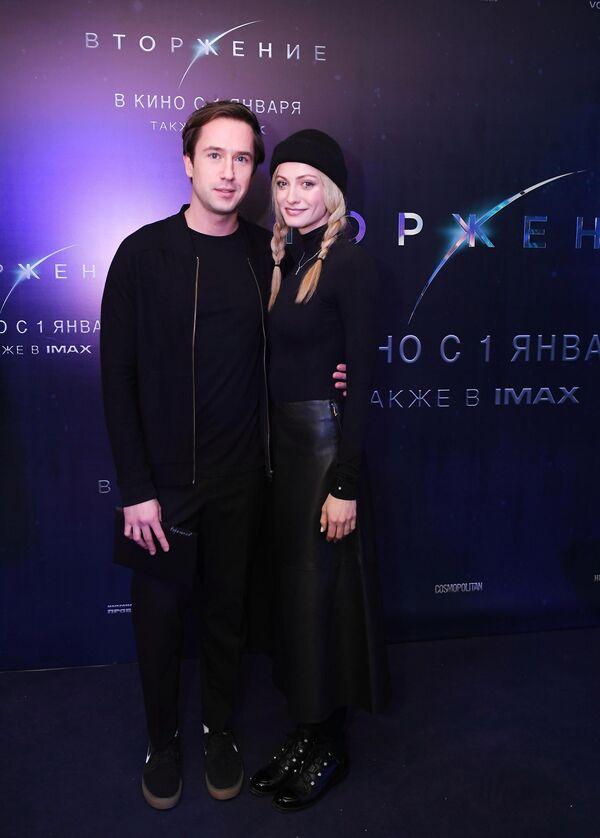 Актеры Егор Корешков и Полина Максимова на премьере фильма Вторжение