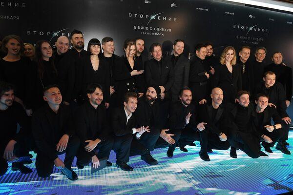 Актеры и участники съемочной группы на премьере фильма Вторжение