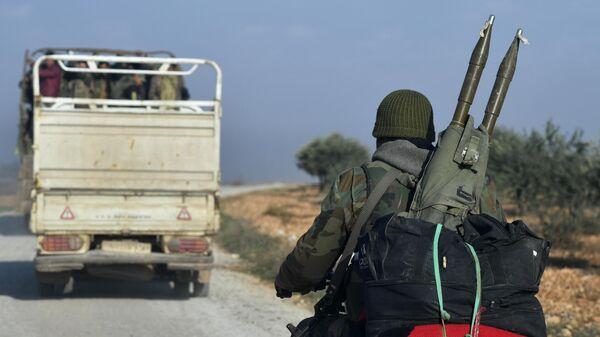 Солдаты сирийской армии после освобождения города Джарджаназ от боевиков в провинции Идлиб