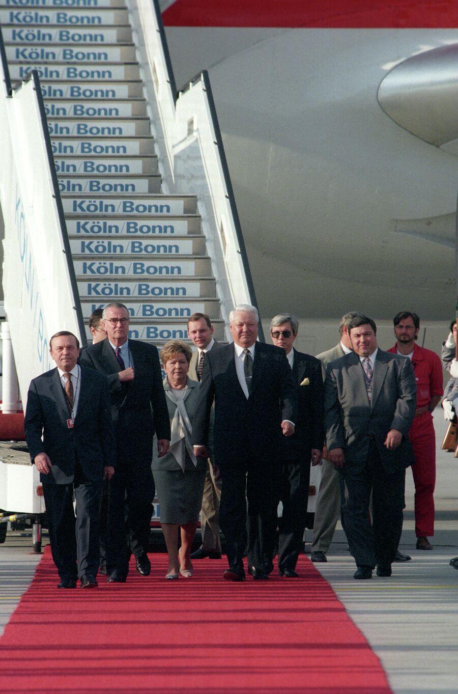 Президент РФ Борис Ельцин, прибывший в Германию в заключительный день 25-го саммита большой восьмерки в Кельне