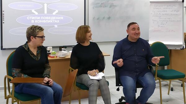 Руководитель проекта Семейная медиация Максим Беляев во время занятий по семейной медиации