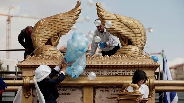 Самая большая в мире модель Ковчега Завета, созданная художниками по специальному заказу