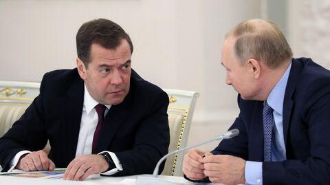 Президент РФ Владимир Путин и председатель правительства РФ Дмитрий Медведев на заседании Государственного совета по вопросам аграрной политики