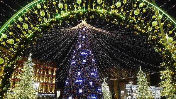 Новогоднее украшение центральных площадей и улиц Москвы