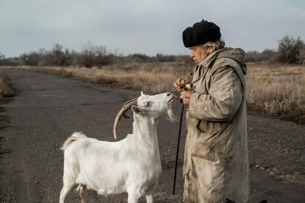 Мужчина в поселке Донецкий Луганской области