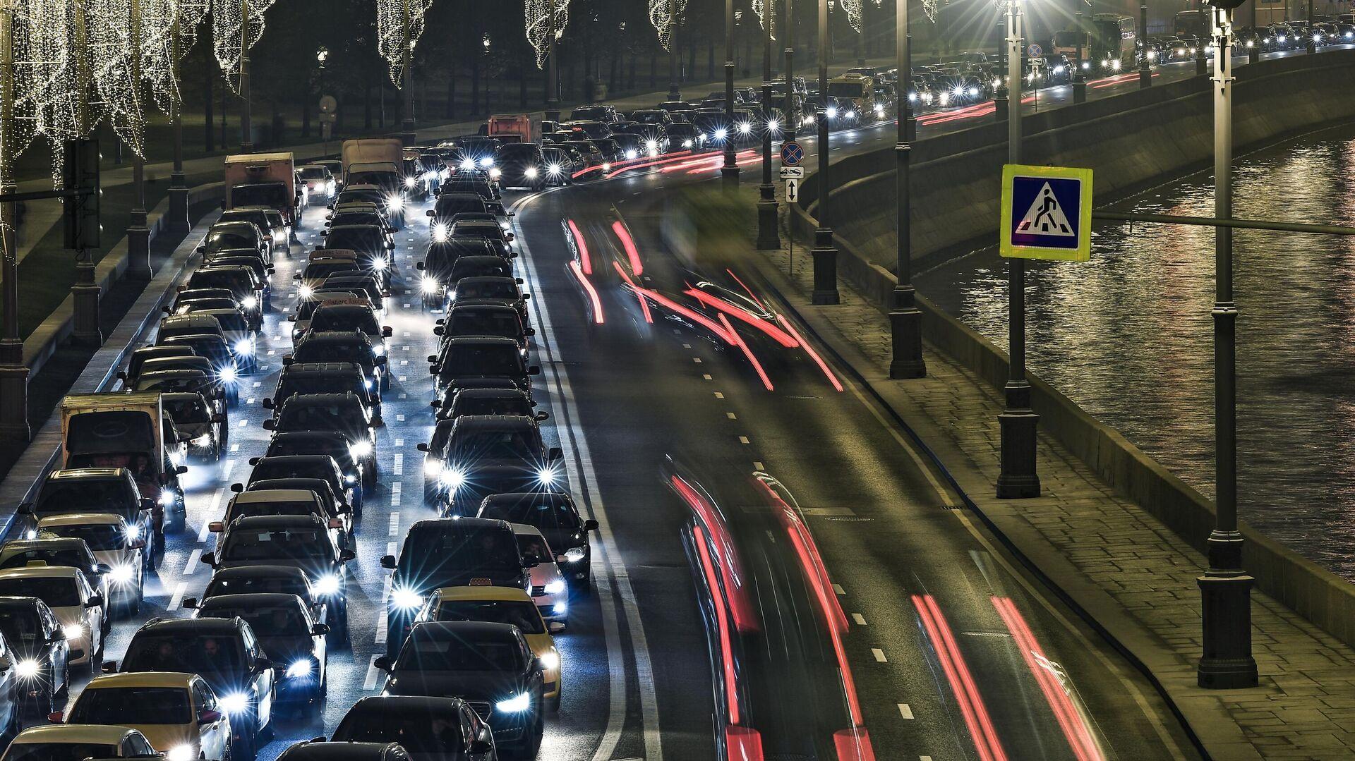 Москвичей предупредили о девятибалльных пробках в среду