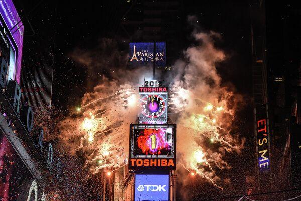 Новогодний фейерверк в Нью-Йорке