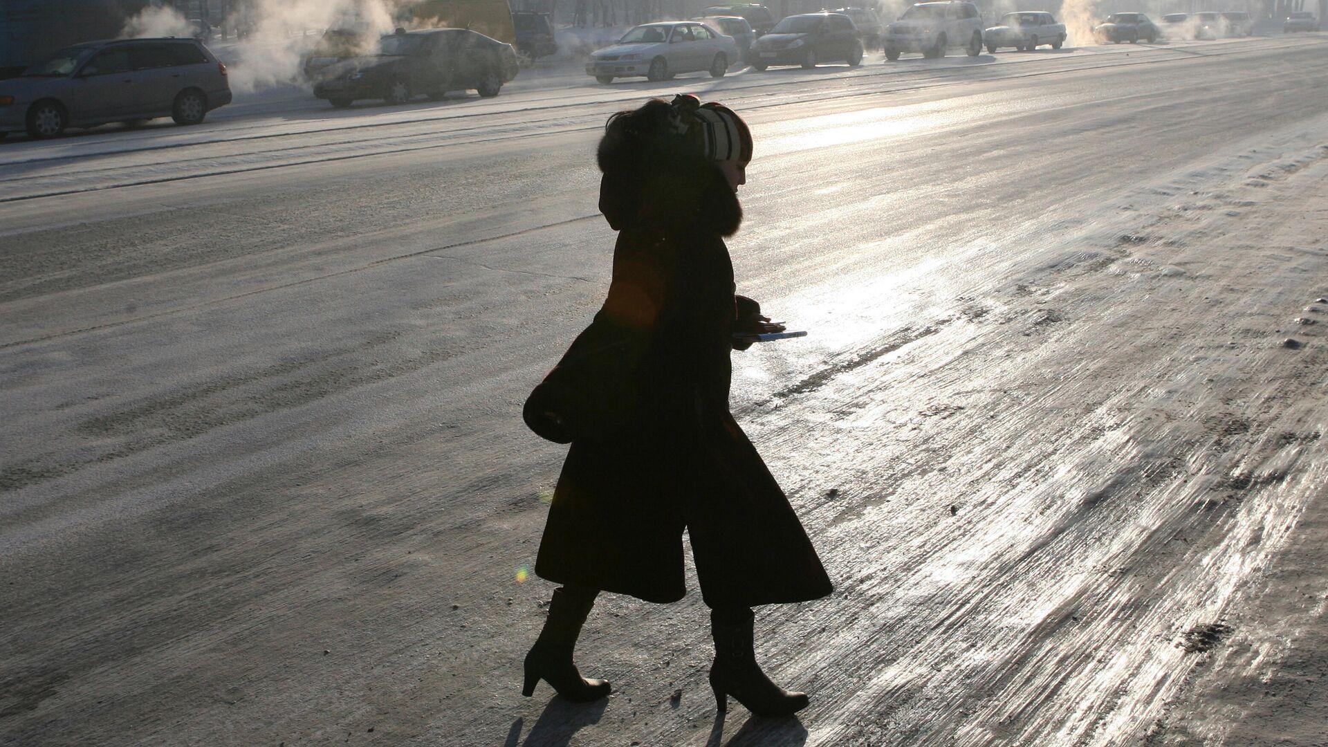 Женщина на улице Новосибирска - РИА Новости, 1920, 26.01.2021