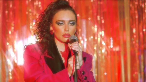 Кадр из видео певицы MOLLY Не бойся