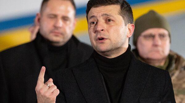 Президент Украины Владимир Зеленский во время встречи украинских военнопленных аэропорту Борисполь