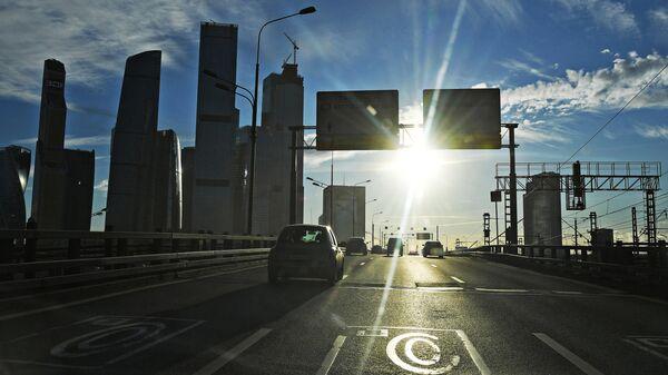 Автомобильное движение на Третьем транспортном кольце в Москве