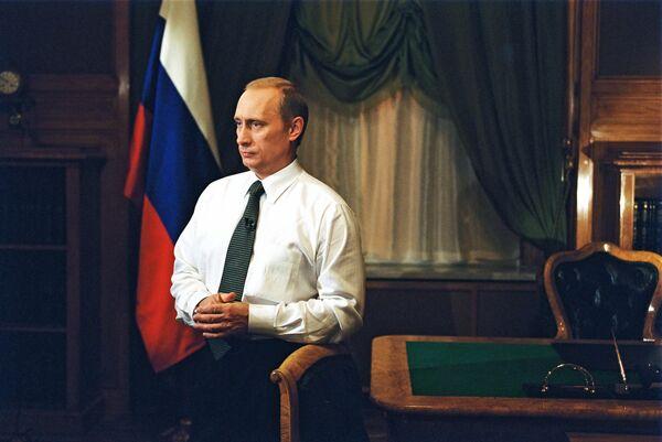 Фотография Владимира Путина, опубликованная на сайте 20.kremlin.ru. 11 июля 2001 года