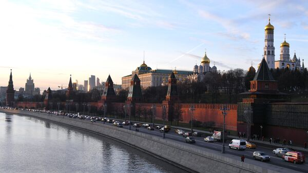 Вид на башни Московского Кремля с Большого Москворецкого моста