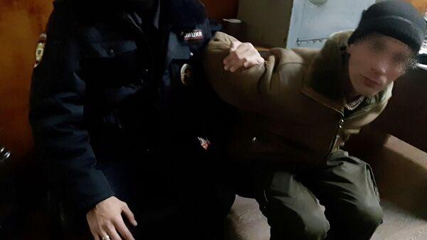 Задержанный житель Владивостока, подозреваемый в повреждении автомобильных шин