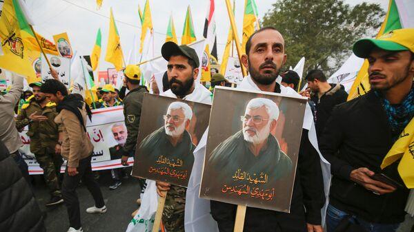 Толпа на похоронах иранского генерала Касема Сулеймани  и главы иракского военизированного формирования Абу Махди аль-Мухандиса в Багдаде. 4 января 2020