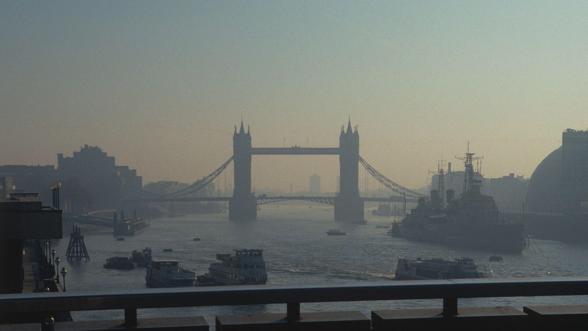 Вид на разводной Тауэрский мост в центре Лондона над рекой Темзой - РИА Новости, 1920, 04.07.2020