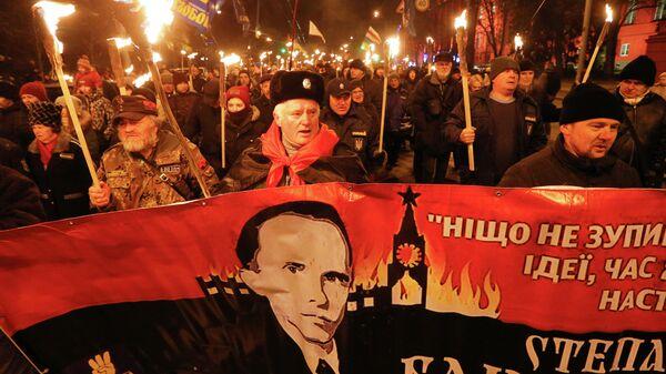 Участники факельного шествия националистов в Киеве, приуроченного к 111-й годовщине со дня рождения Степана Бандеры. 1 января 2020