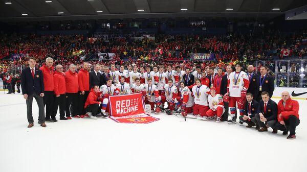 Игроки и тренерский штаб молодежной сборной России по хоккею