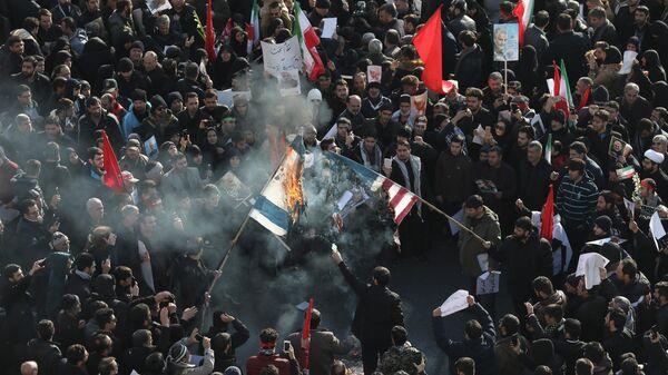 Во время похоронной церемонии генерала Корпуса стражей исламской революции Касема Сулеймани в Тегеране