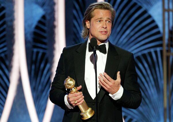 Брэд Питт получил награду за лучшую мужскую роль второго плана Однажды в… Голливуде на 77-й ежегодной премии Золотой глобус