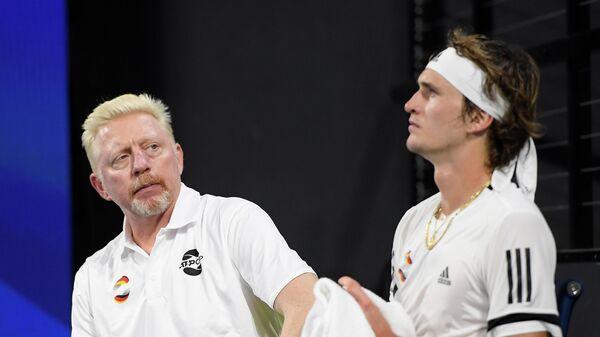Александр Зверев (справа) и капитан сборной Германии по теннису Борис Беккер