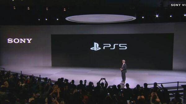 Стоп-кадр видео презентации игровой приставка Sony PS 5 на выставке CES в США